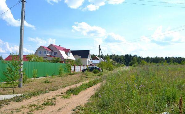 Участок 15 соток  в городе Волоколамске, на ул.Сосновая(Магистральный газ по границе)